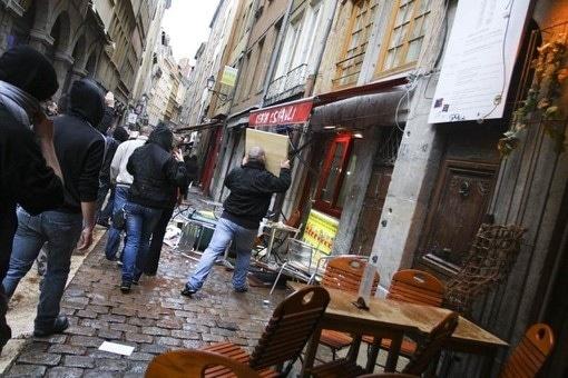 Identitaires à Lyon Marche des cochons 14 mai 2011
