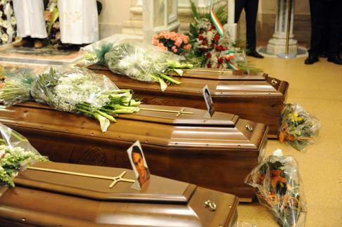 """En Italie, trois morts de la crise ou """"trois suicides politiques"""""""