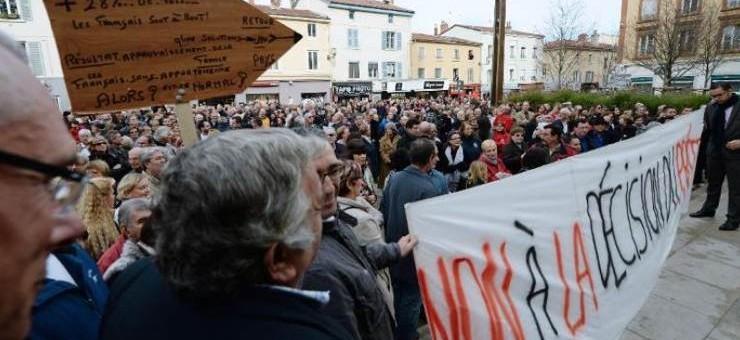 A Oullins, une manif contre la venue des demandeurs d'asile à l'appel du maire UMP et du FN