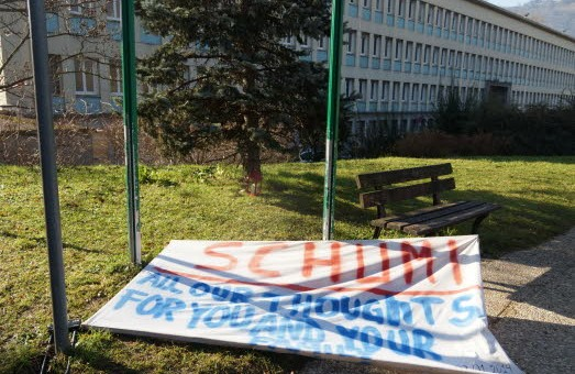 [Photo] Schumacher : fin de l'agitation médiatique devant le CHU de Grenoble