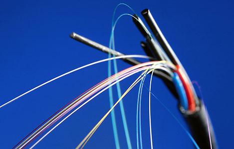 «Il est où le cable ?» : La fibre optique, tout un poème