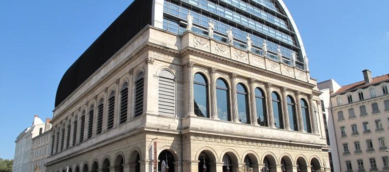 L'Opéra de Lyon : une architecture hybride, entre rouge et noir