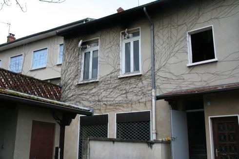 Le squat de l'ancien l'Hôtel du Nord à Vaulx-en-Velin occupé depuis septembre 2013 par des Roms de Roumanie. ©LB/Rue89Lyon