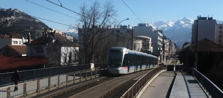 Grenoble voit vert : les écolos (alliés au PG) en tête du 1er tour des élections municipales