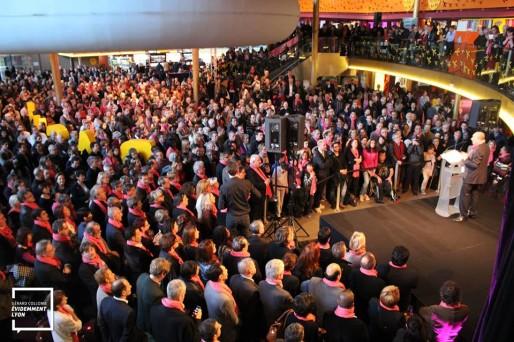 Une photo du meeting de Gérard Collomb pendant son discours, au Pathé Vaise. Prise par les équipes de campagne / Evidemment Lyon.