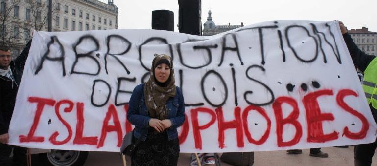 Musulmans, féministes et cathos : la manif contre l'islamophobie à Lyon