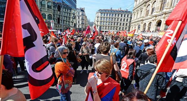 Manif contre «l'austérité et le pacte de responsabilité» : environ 1 500 personnes à Lyon