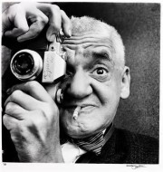 Le photographe Weegee en 1963
