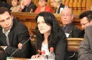 """Nathalie Perrin-Gilbert s'est positionné comme une opposante de Gérard Collomb défendant des valeurs """"de gauche"""". Ce qui a fait sourire le maire. Crédit : Pierre Maier / Rue89Lyon."""