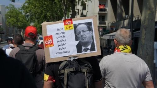 Pancarte de la CGT lors de la manifestations de cheminots © Laura Daniel