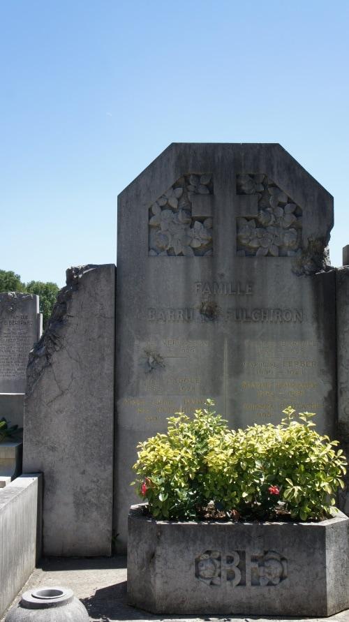 Traces d'obus au nouveau cimetière de la Guillotière