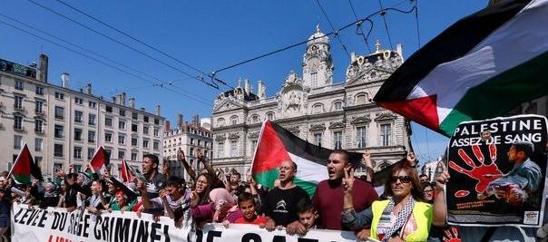 Samedi à Lyon, entre 2 500 et 10 000 personnes ont manifesté pour soutenir les Palestiniens