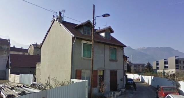 A Grenoble, des Roms expulsés d'un squat par la préfecture sont relogés par la mairie