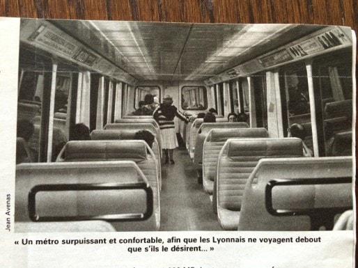 Les banquettes du métro lyonnais en 1978. Dans La Vie du Rail.