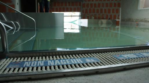 L'entrée du couloir nageur qui permettra d'accéder, en hiver, au bassin Nord de la piscine du Rhône. ©Matthieu Beigbeder/Rue89Lyon.