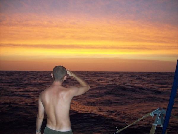 6-voilier-stop-Equipier face au ciel atlantique