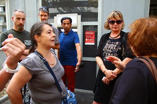 Clémentine Lafon, Nathalie Halot et Rose-Marie Pechallat devant Pole emploi © Laura Steen / Rue89Lyon