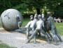 La sculpture monumentale du G7 dans le parc de la Tête d'Or. ©Laurent Burlet/Rue89Lyon