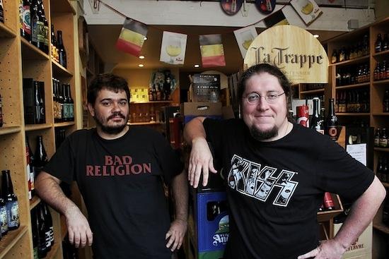 Cyril (à droite) et Matheo, son associé, les Lyonnais des Fleurs du Malt. Crédit : Damien Renoulet/Rue89Lyon