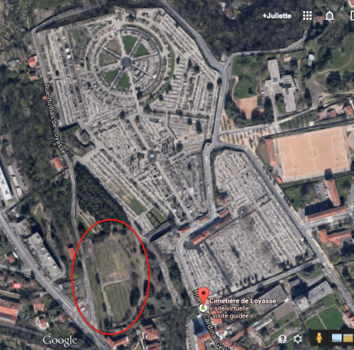 Entouré de rouge : la réserve foncière de Loyasse, visible depuis le carré musulman du cimetière ou depuis la rue. © Impression écran Google Map