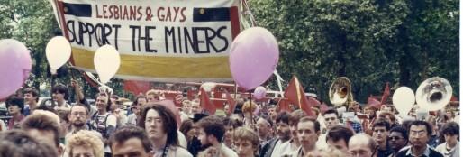 Des militants gays et lesbiens anglais à une manifestation de soutien aux mineurs grévistes en 1985.