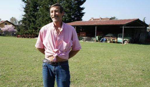 Philippe Layat, en mars 2012, devant sa ferme à Décines. Crédit : DD/Rue89Lyon.