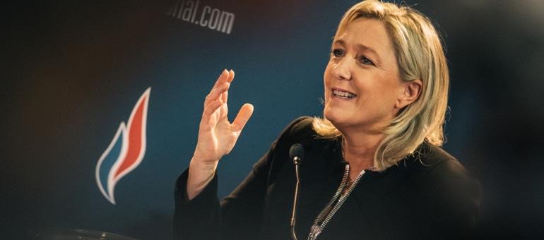 Pas de sortie de l'euro, le FN veut désormais «réformer» l'Europe : analyse d'un revirement