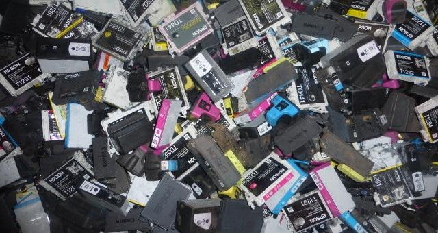 Avec 6 millions de cartouches d'imprimante sur les bras, Collectors relance le débat du recyclage