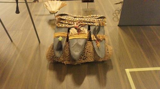 Objets musée confluences dans la salle Société. Crédit : GB/rue89Lyon