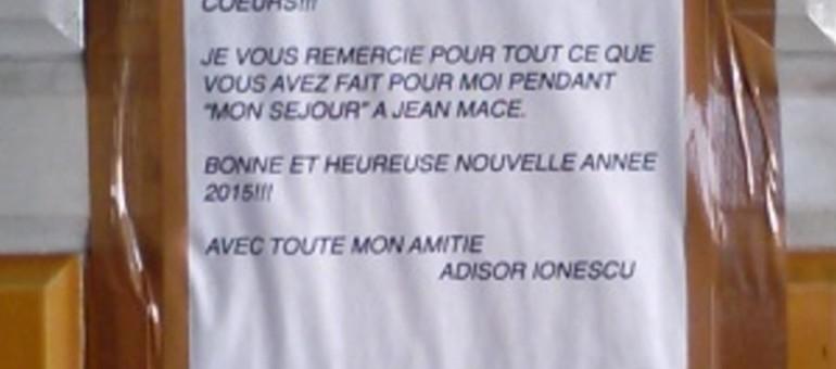 La carte de vœux murale du «sans-abri aux fleurs» de la place Jean Macé