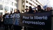 """La banderole en tête du cortège """"Lyon est Charlie"""". Crédit : Rue89Lyon."""