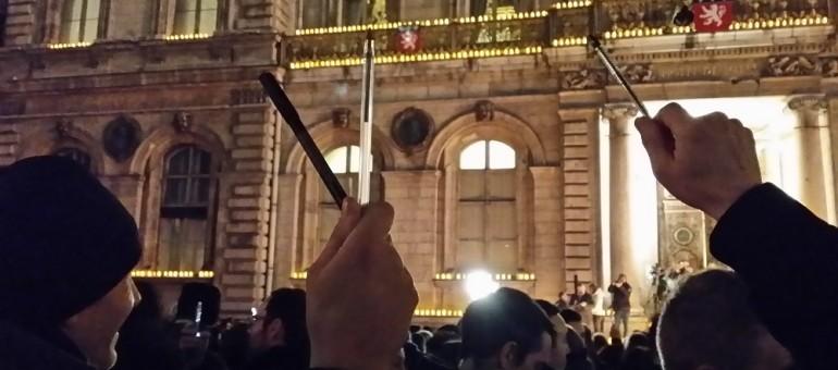 Pour Charlie Hebdo, une place des Terreaux à Lyon noire de monde