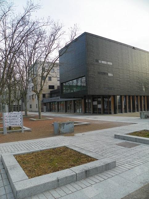 Planétarium Vaux-en-Velin, Place de la Nation. Crédits Axel Poulain/Rue89Lyon