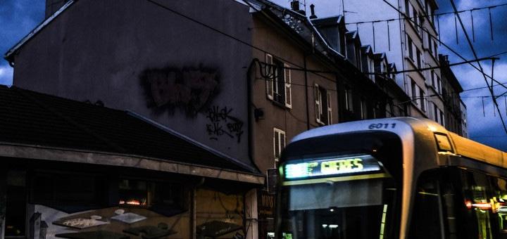 À Grenoble, la gratuité des transports pour les jeunes en sursis