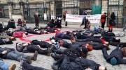 1er décembre 2015, die-in organisé par les associations de lutte contre le sida pour protester contre la politique de la préfecture du Rhône. ©LB/Rue89Lyon