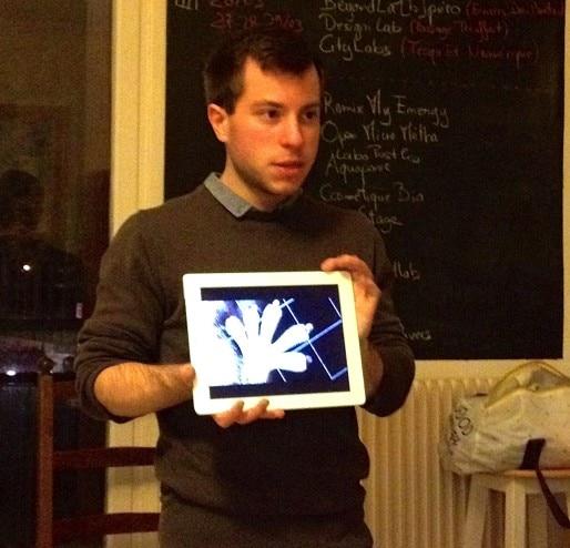 Yvain Berthiot, membre de la Paillasse Saône, présente le potentiel du biomimétisme
