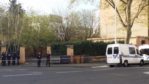 Le squat du boulevard Yves Farge ce mardi matin, quelques heures après le début de l'expulsion. ©LB/Rue89Lyon