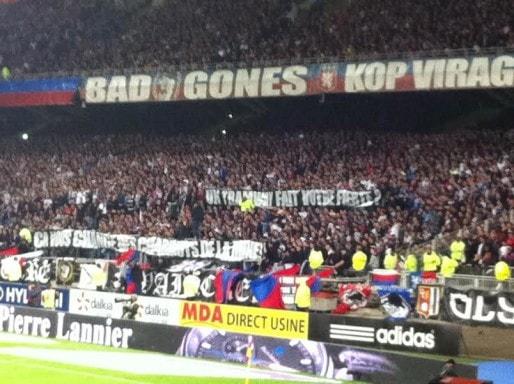 Banderole brandie par des supporters du virage nord de Gerland dimanche 19 avril à l'occasion du match OL-ASSE / DR