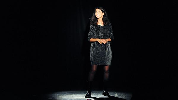 Sophia Aram rode son spectacle à Lyon et s'embrouille avec la presse locale