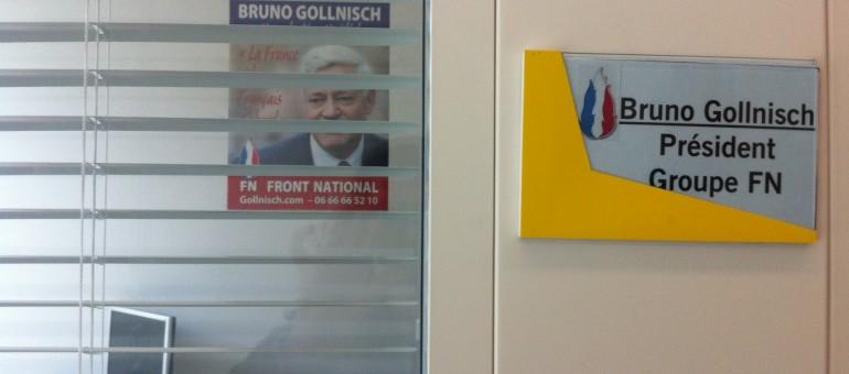 A côté de Jean-Marie Le Pen, Bruno Gollnisch en «dauphin échoué»