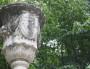 """""""A la coopération"""" Vase corne d'abondance, avec les profils de Michel-Marie Derrion et de son ami Joseph Reynier - Jardin des Plantes - Crédit Eva Thiébaud"""