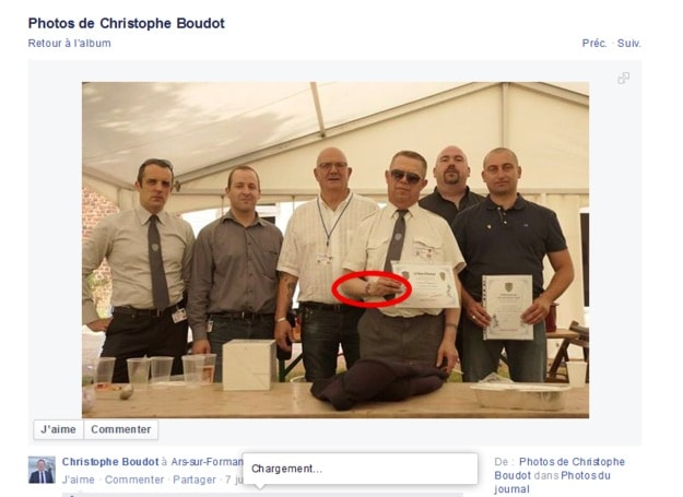 Capture d'écran de la photo où l'on voit le membre du DPS. Facebook de Christophe Boudot