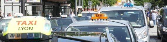Plusieurs centaines de taxis ont bloqué le 3ème arrondissement. © LM/Rue89Lyon