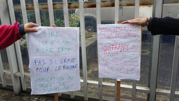 Les pancartes des profs du LP Marc Seguin de Vénissieux. ©LB/Rue89Lyon