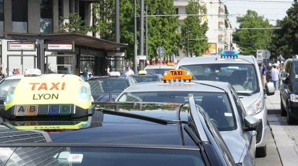 Manif anti-UberPop à Lyon : environ 500 taxis grévistes et 8 interpellations