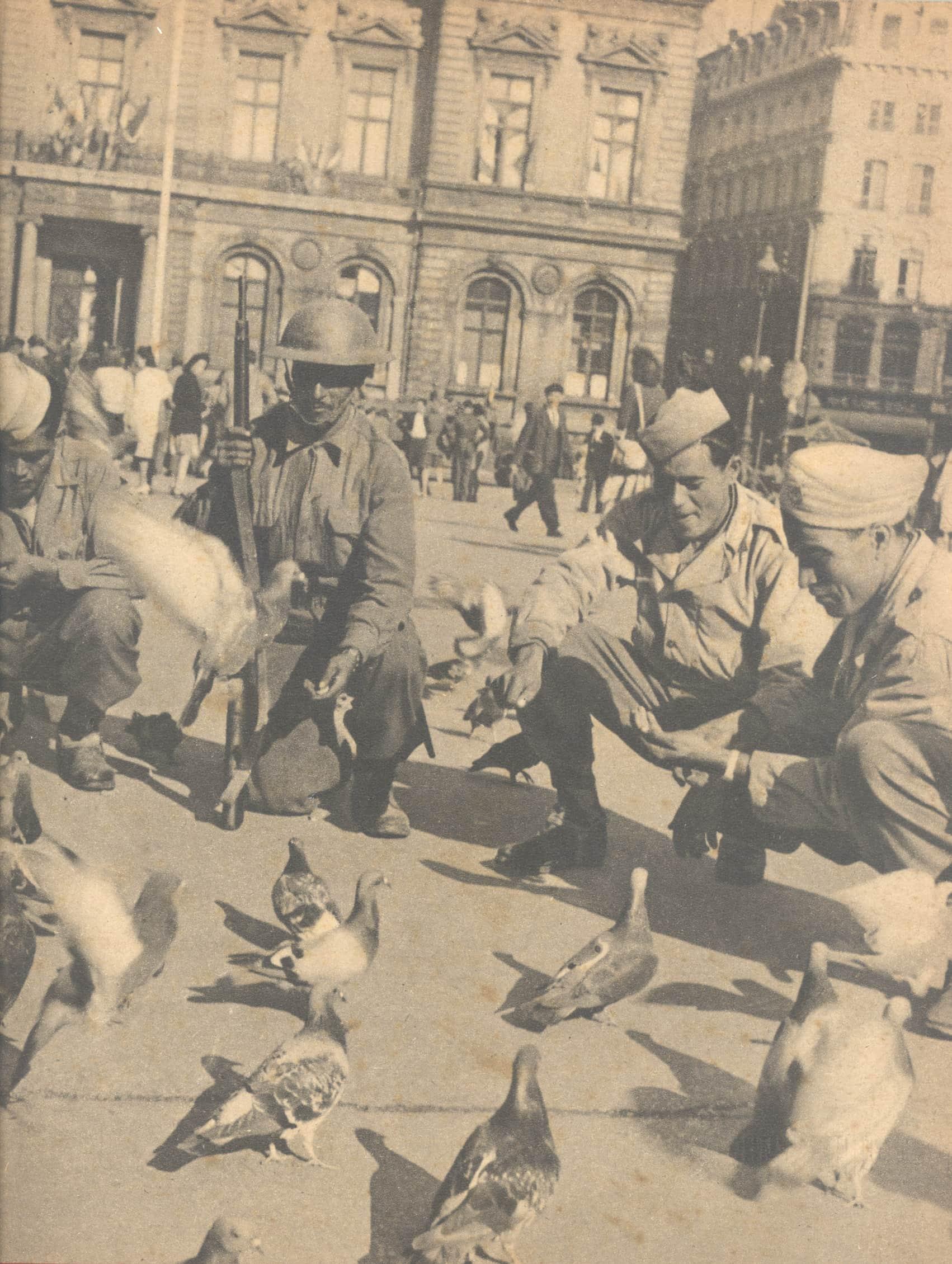 Des tirailleurs algériens place des Terreaux après la Libération de Lyon le 3 septembre 1944. ©Musée de la Résistance et de la déportation de Grenoble