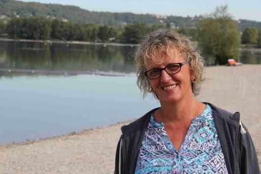 Catherine Petit, chargée de mission à la Segapal, au bord des Eaux bleues - Crédit Eva Thiébaud