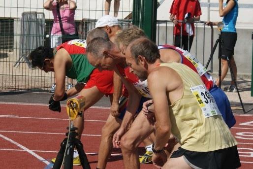 Sur la ligne de départ du 800 m hommes 60 - 65 ans © MP/Rue89Lyon