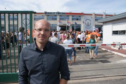 Olivier Porret, délégué CFE-CGC de Renault Trucks. Au fond, la mobilisation du jeudi 27 août 2015. ©MP/Rue89Lyon