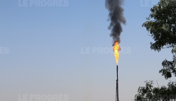 Pourquoi de la fumée noire à la raffinerie Total de Feyzin